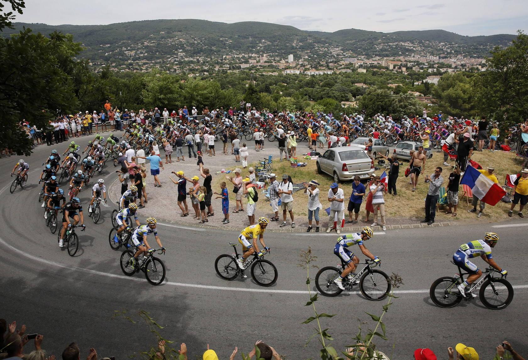 Cavendish gana la quinta etapa del Tour , Gerrans conserva el liderato