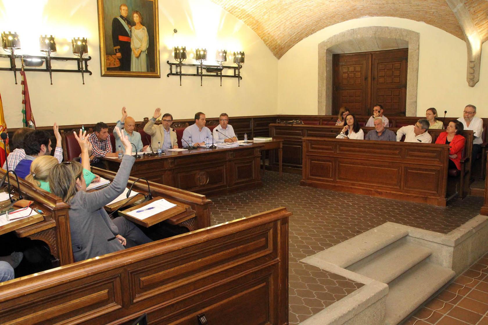 El primer pleno en el que un ciudadano placentino ejerció el derecho vecinal a hablar en una sesión municipal