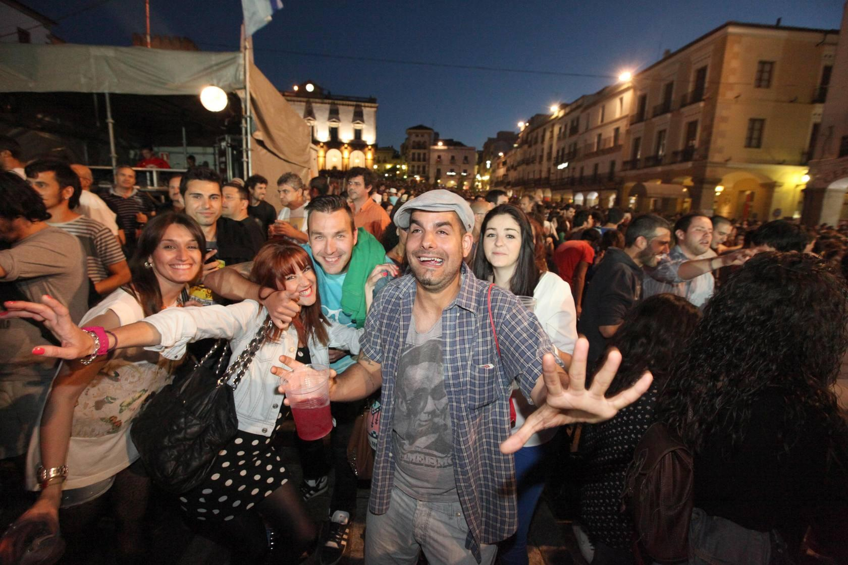 WOMAD C&Aacute;CERES | Comienzan los conciertos en la Plaza Mayor y San Jorge
