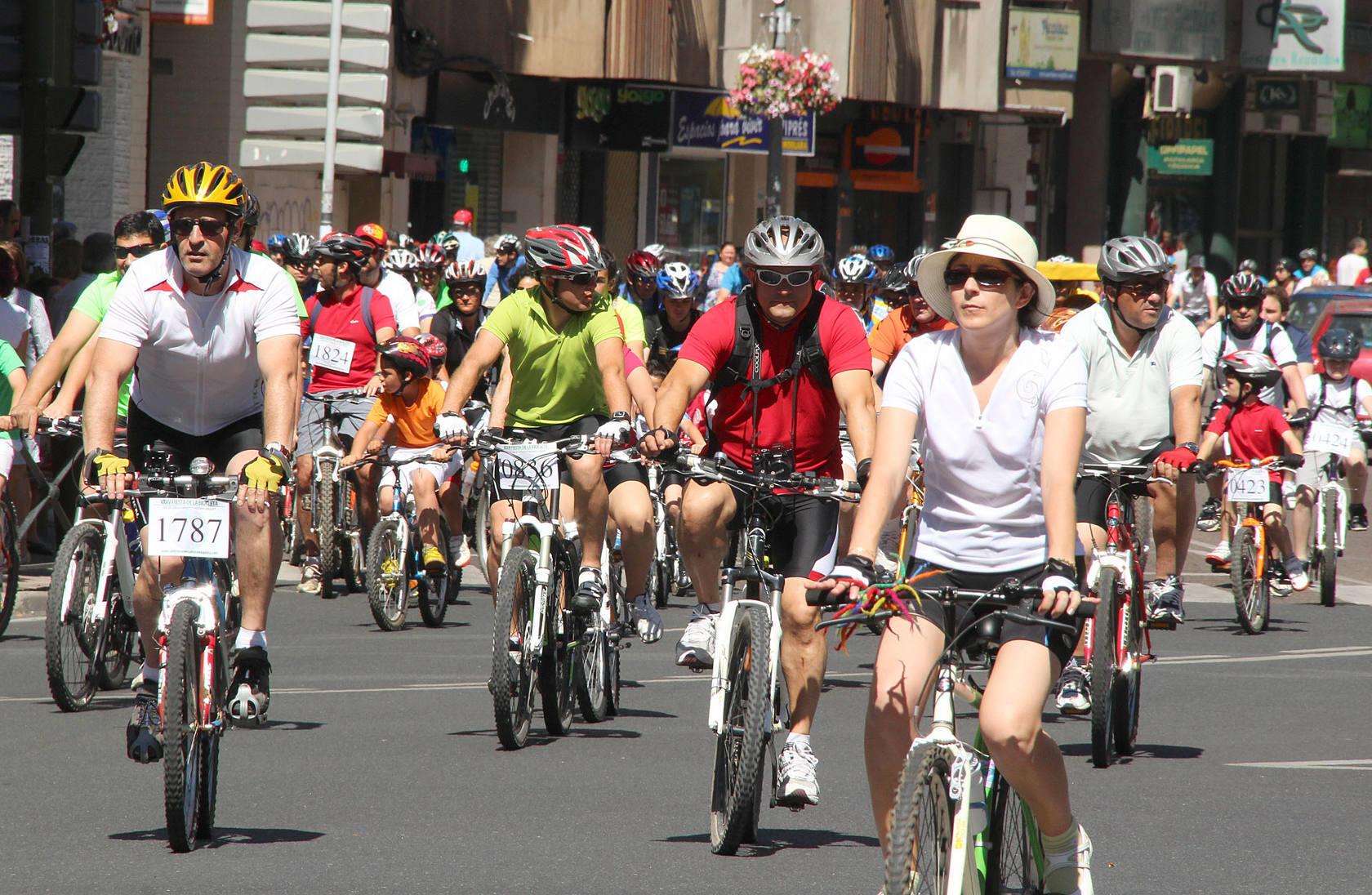 La fiesta de la bici reúne a más de cinco mil personas en Cáceres