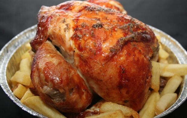 Pollo, patatas, bebida y pan por 8.10