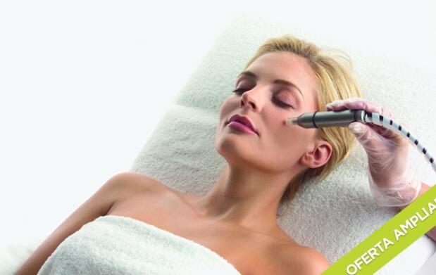 Microdermoabrasión facial + Manicura