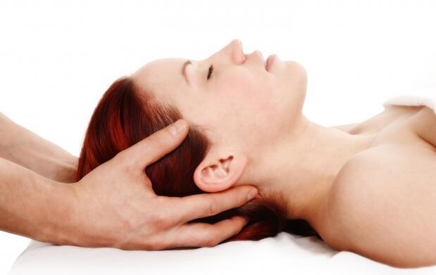 Sesión de masaje con fisioterapéuta