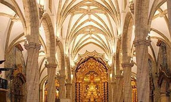 La oficina de turismo las iglesias y el museo abrir n for Oficina de turismo de olivenza