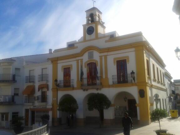 El ayuntamiento pone en marcha un plan de empleo municipal for Piscina climatizada navalmoral