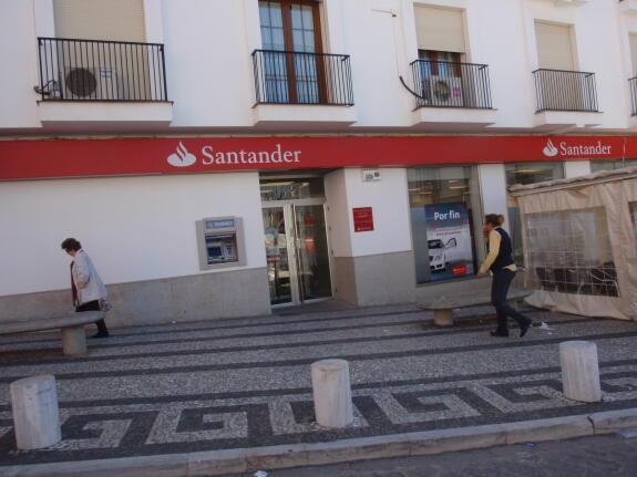 Banesto cierra definitivamente sus puertas y traslada su for Oficinas banco santander salamanca