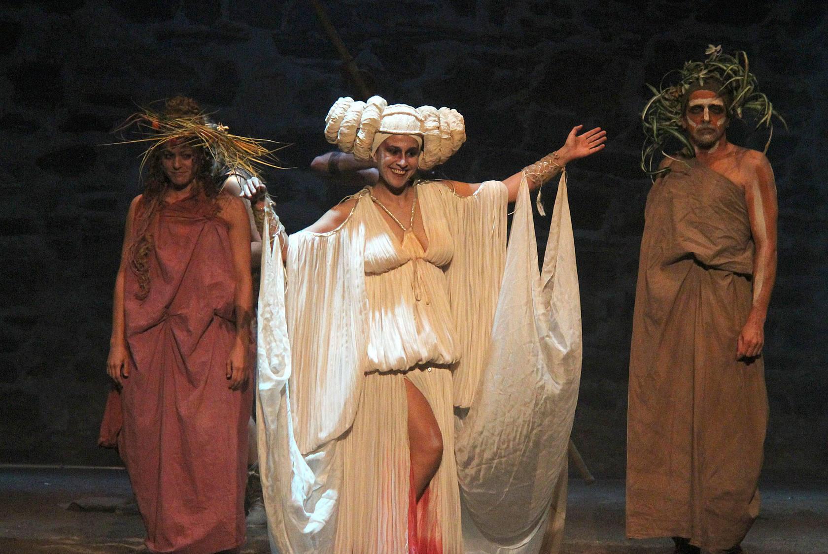 El Festival Cáceres pasa de la tragedia griega a la intemporal tras la representación ayer de Ayax