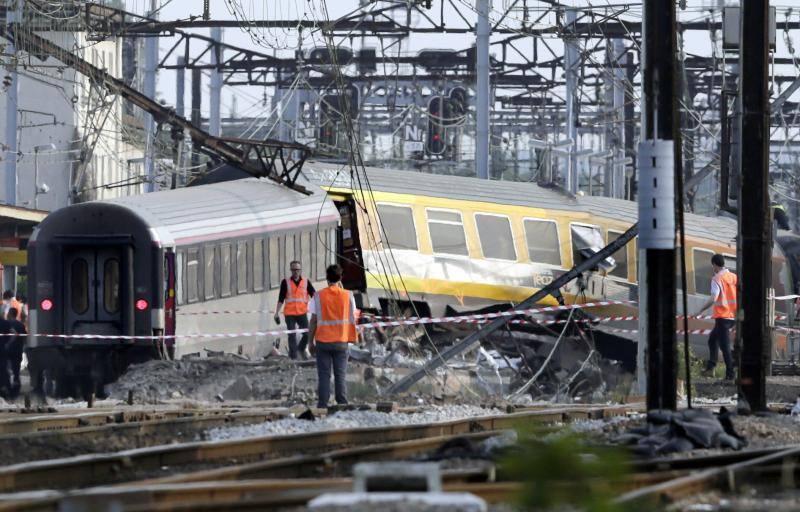 Un tren descarrila cerca de París dejando víctimas mortales