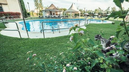 Menú superior en el Hotel Vegas Altas con acceso a piscina