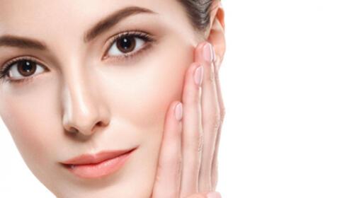 Sesión de limpieza facial en profundidad con productos Lamdors