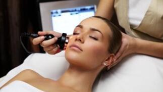 Completa limpieza facial con ultrasonidos