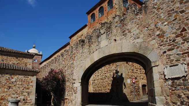 Recorre los lugares más emblemáticos. Visitas guiadas Cáceres Esencial