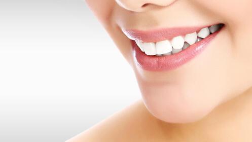 Limpieza dental + revisión con radiografía panorámica.