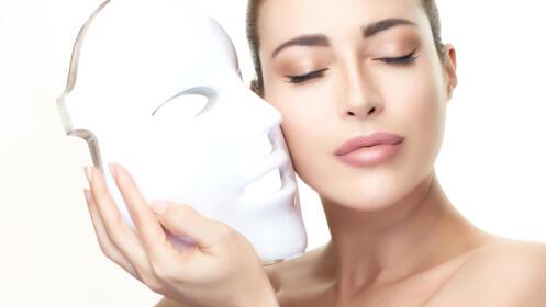Limpieza facial con máscara de Led